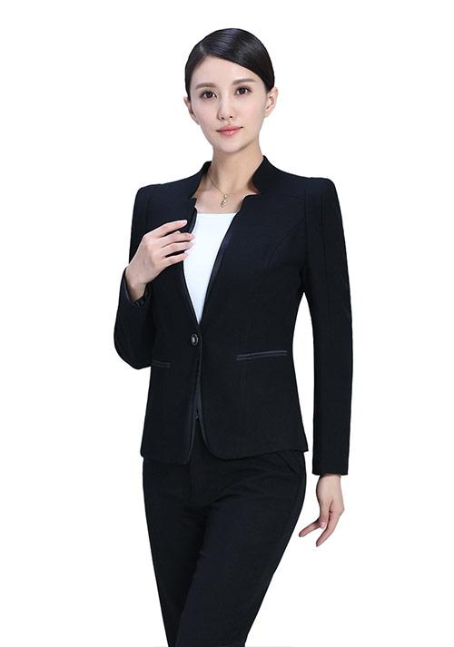 黑色女性西服